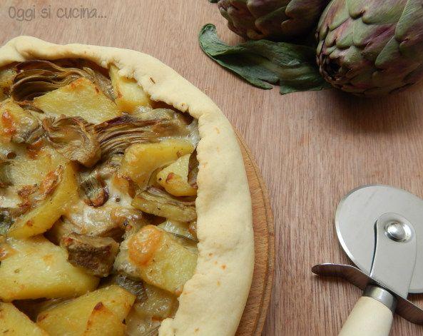 La torta salata di carciofi e patate è proprio adatta al periodo, potrete infatti prepararla per il giorno di Pasquetta e per le prossime gite fuori porta.