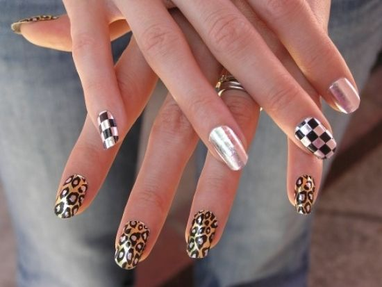 Google Image Result for http://static.becomegorgeous.com/img/arts/2010/Nov/01/3081/minx_nails_thumb.jpg