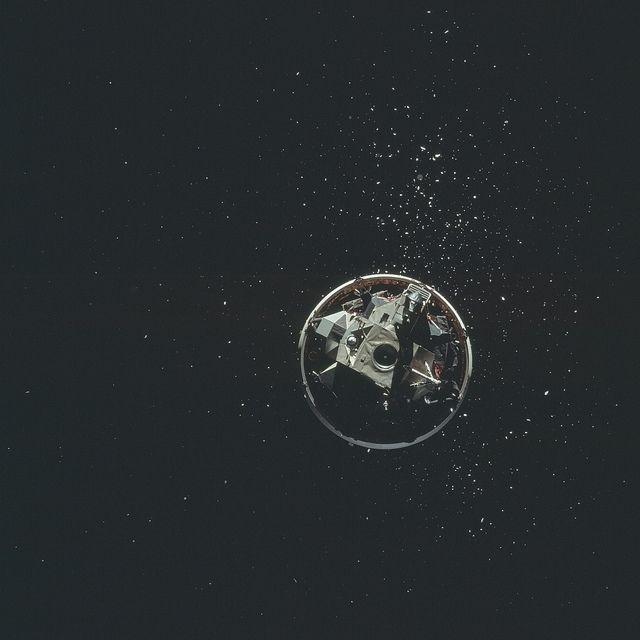 Σπάνιες Εικόνες της NASA από την Εποχή που Προσπαθούσε να «Κατακτήσει» το Φεγγάρι