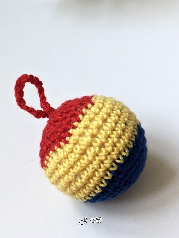 Míček+*+Sparta*+Háčkovaný+míček+v+barvách+AC+Sparta+Praha++Zjemné+merino+vlny,+velmi+příjemné+na+dotek.+Míček+je+měkký+a+lehký,+plněný+vatelínovými+kuličkami.+Široké+spektrum+využití+-+jako+dárek+pro+fanoušky+-+hračka+pro+děti+i+domácí+mazlíčky+-+přívěsek+na+batoh,+tašku,+do+auta......+-+jahelníček+-+masáž,+relaxace,+terapie,+antistres+-+rehabilitace...