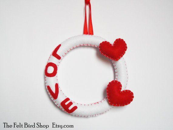 Ghirlanda in feltro per San Valentino. di TheFeltBirdShop su Etsy