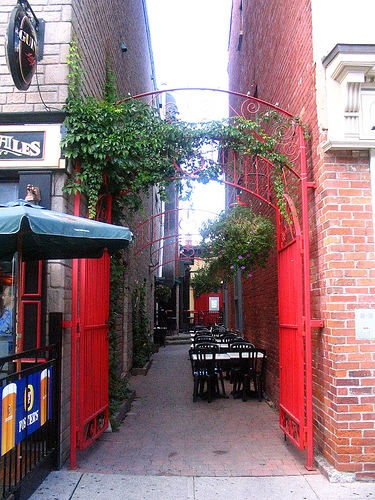 Alley at Heart and Crown Pub, Ottawa
