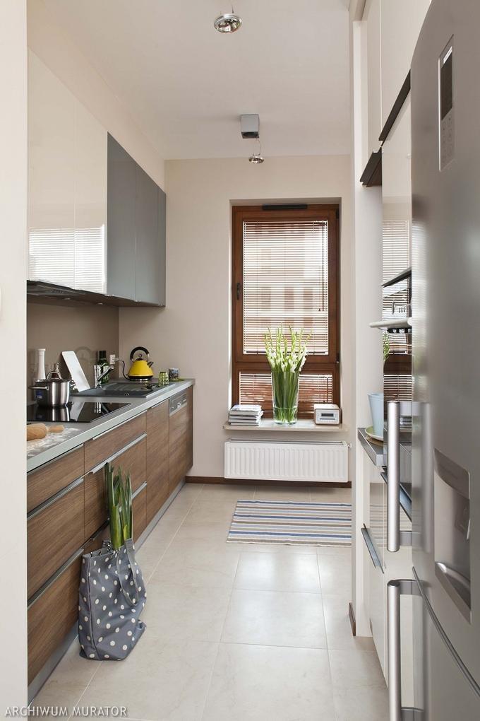 Długa kuchnia w bloku w nowoczesnej aranżacji  Home and   # Kuchnia Nowoczesna Inspiracje