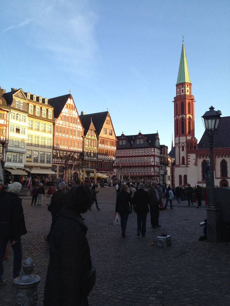 Nice day today in Frankfurt - Germanys B&B City: Books and Banks