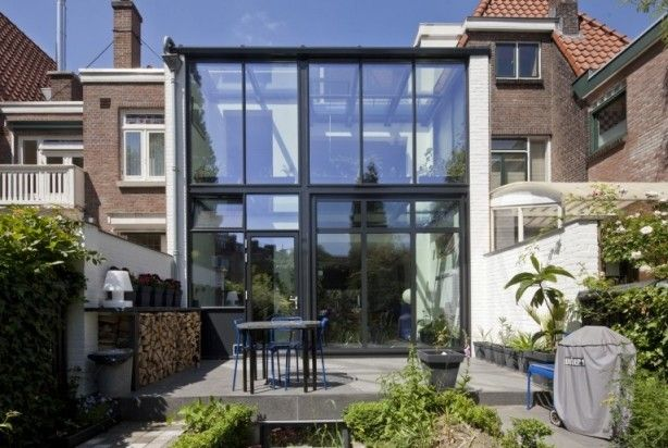 uitbouw met staal en glas