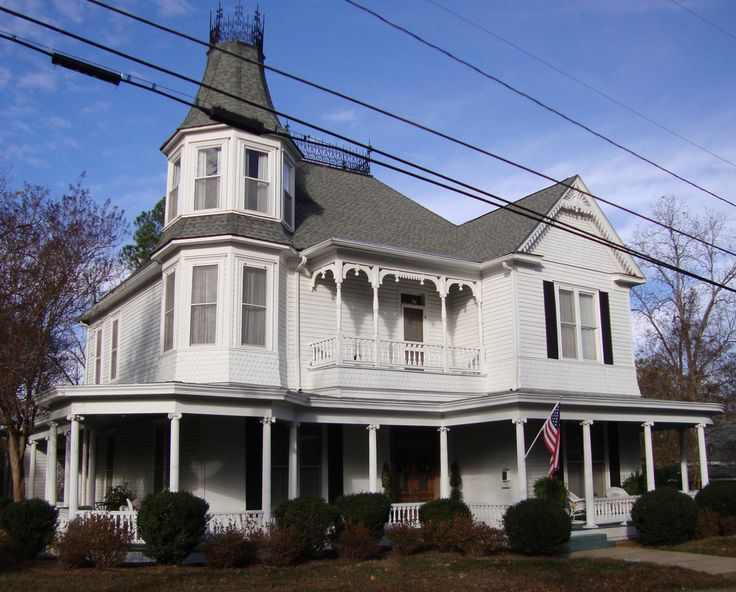 Historic Victorian House (Kosciusko, Mississippi) / Along the Natchez Trace Parkway I swear I've drive by this house.
