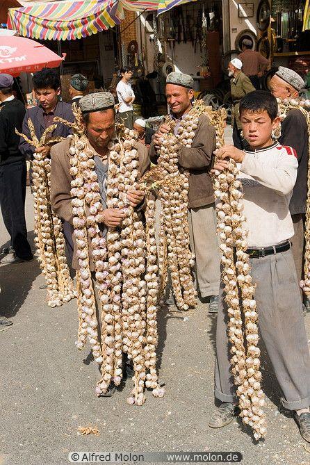 men selling garlic, Kashgar, China | Alfred Molon