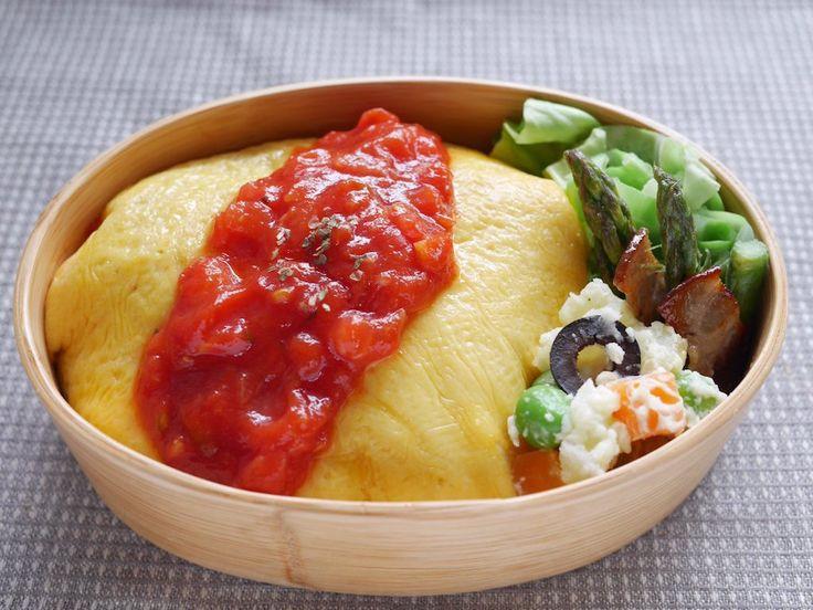 オムライス(玄米チキンライス170g、ネギ、椎茸、トマトソース)、キャベツ塩茹、ポテトサラダ、アスパラベーコン、糠漬け、野菜スープ