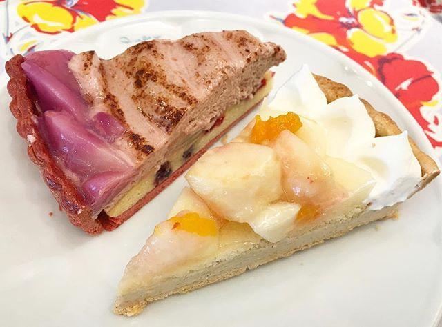 WEBSTA @ mogu15nya - キルフェボン今日までの、1年に7日間だけのピーチウィーク手前は桃とアールグレイババロアのタルト✨ジューシーな桃と、ぷるぷる食感で良い香りのアールグレイババロアがたまりません奥は桃とベリーのシブースト✨ベリーの入った食感のいいふんわりマドレーヌ生地に、甘ーいシブーストクリーム桃がベリーのほのかな酸味と合っていて美味しかったです*#キルフェボン#quilfaitbon#キルフェボン青山#青山#青山カフェ#タルト#ケーキ#シブースト#桃#桃のタルト#ピーチウィーク#ピーチ#スイーツ#デザート#甘党#美味しい#tart#tartcake#cake#cakestagram#peachtart#peachcake#peach#sweets#sweetslover#sweetooth#dessertporn#delicious#aoyama#dessertporn