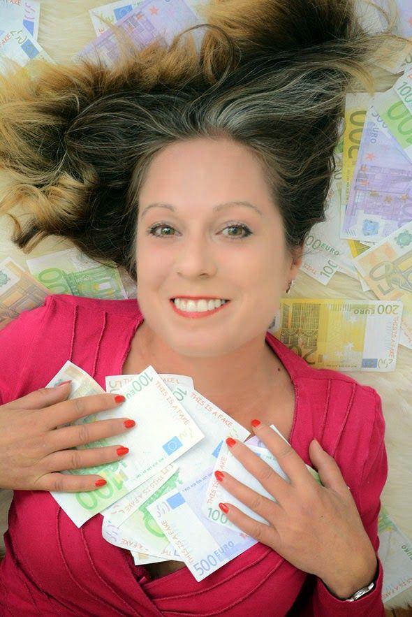 WAT ZOU JIJ DOEN ALS JE OPEENS HEEL ERG RIJK WERD? ● Maakt geld gelukkig, moet je nou sparen of juist uitgeven, en wat te doen als je opeens heel erg rijk wordt…  Mijn antwoorden op de 'Geld in je leven tag' van Godelieve en haar blog 'Liever Voordelig'.  Lees meer >> http://hallosunny.blogspot.nl/2015/08/geld-tag.html