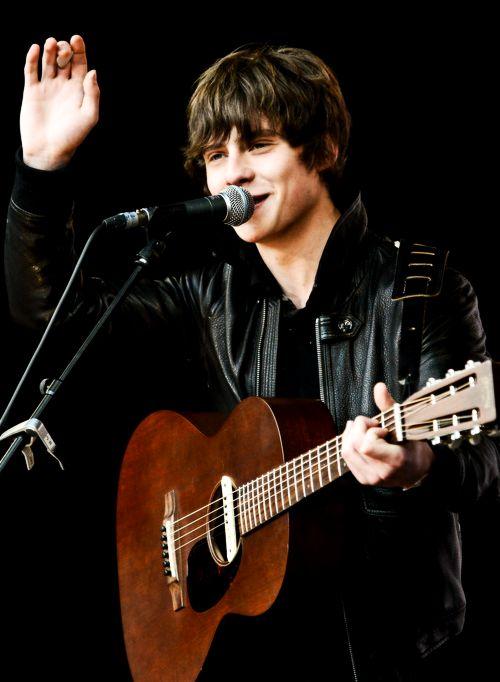 jake bugg @ Reading Festival 2013 , great inspiration. Sounded like Bob Dylan but still great music