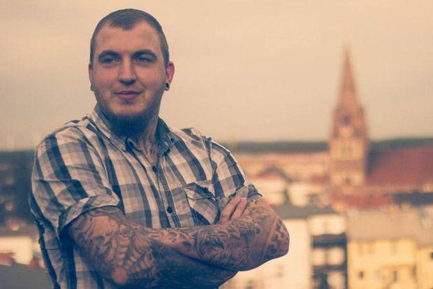 Político alemán es suspendido por tatuaje nazi - http://diariojudio.com/noticias/%postname%/143807/