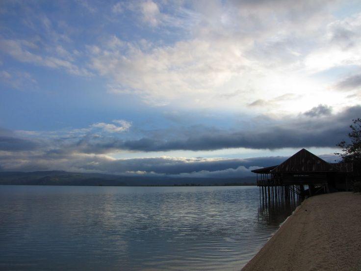 Danau Poso Pasir Dua Warna yang Menarik di Sulawesi Tengah - Sulawesi Tengah