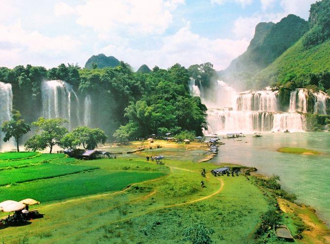 3-day group tour Ba Be lake and Ban Gioc waterfall