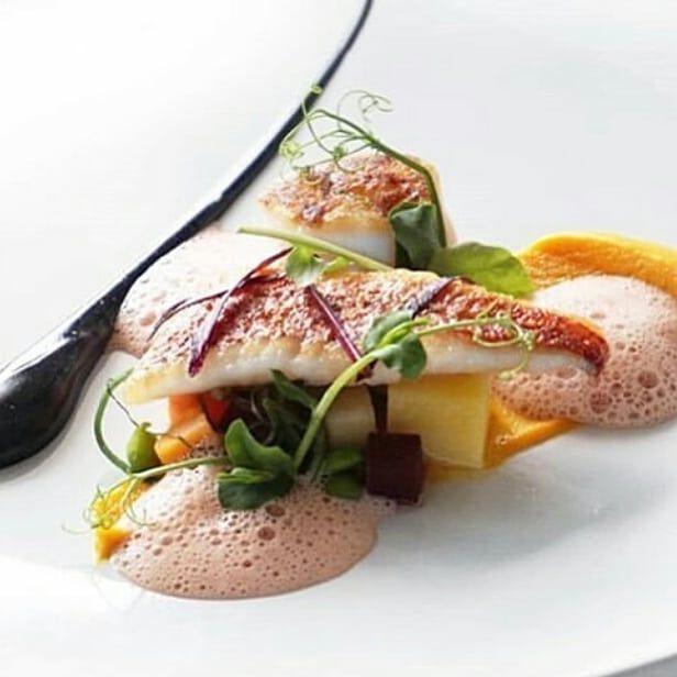 Red Snapper Finedining Fisch Essen Anrichten Auf Dem Teller Food Design