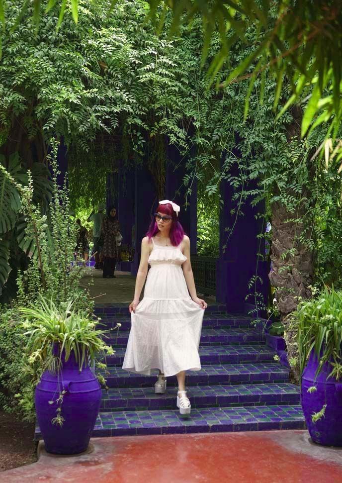 jardin majorelle Marrakesh morocco, fashion blogger, blue stairs garden, yves st laurent jardin marjorelle. See more on #lacarmina blog - http://www.lacarmina.com/blog/2016/04/square-dead-marrakesh-morocco-market-jardin-majorelle/