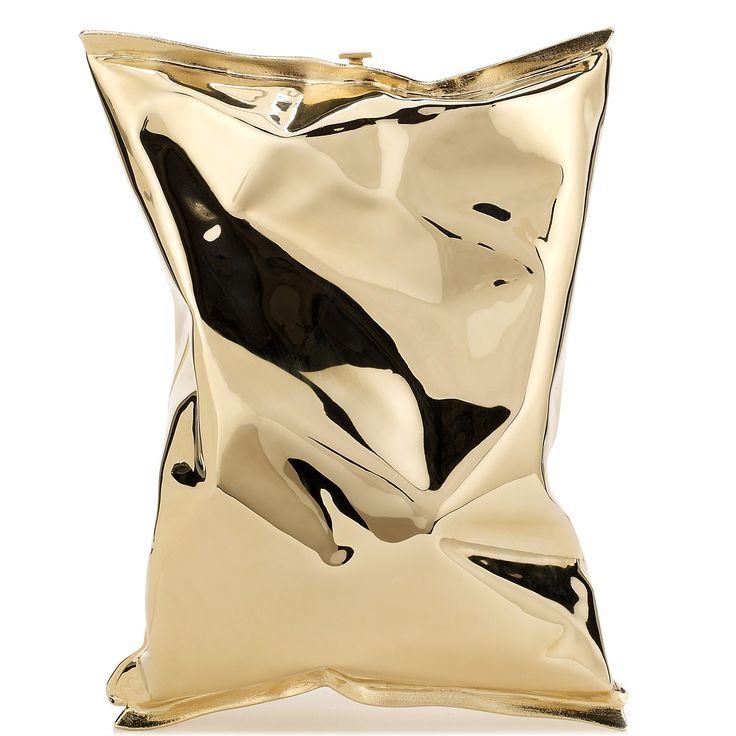 Chega ao Brasil a clutch usada por Solange Knowles no Met Gala