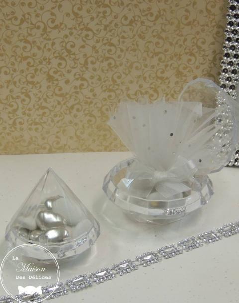 Boîte à dragées mariage sur le thème oriental, représentant un diamant http://www.maison-des-delices.fr/contenants-a-dragees-mariage-transparent-919