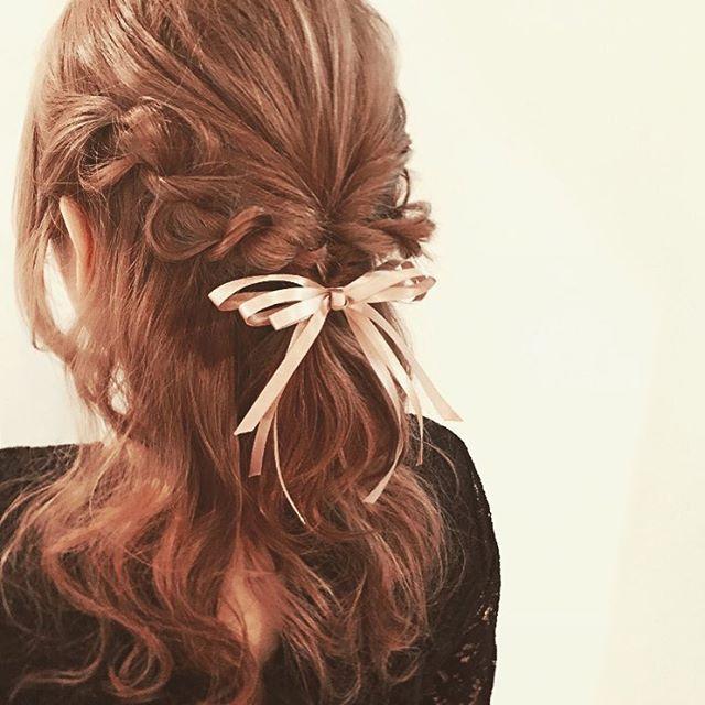 くるりんぱ+リボン♡ クリスマスデートで真似したいヘアスタイル カット・アレンジ・髪型の参考に。