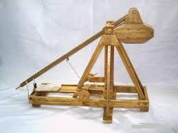 Resultado de imagem para catapulta medieval