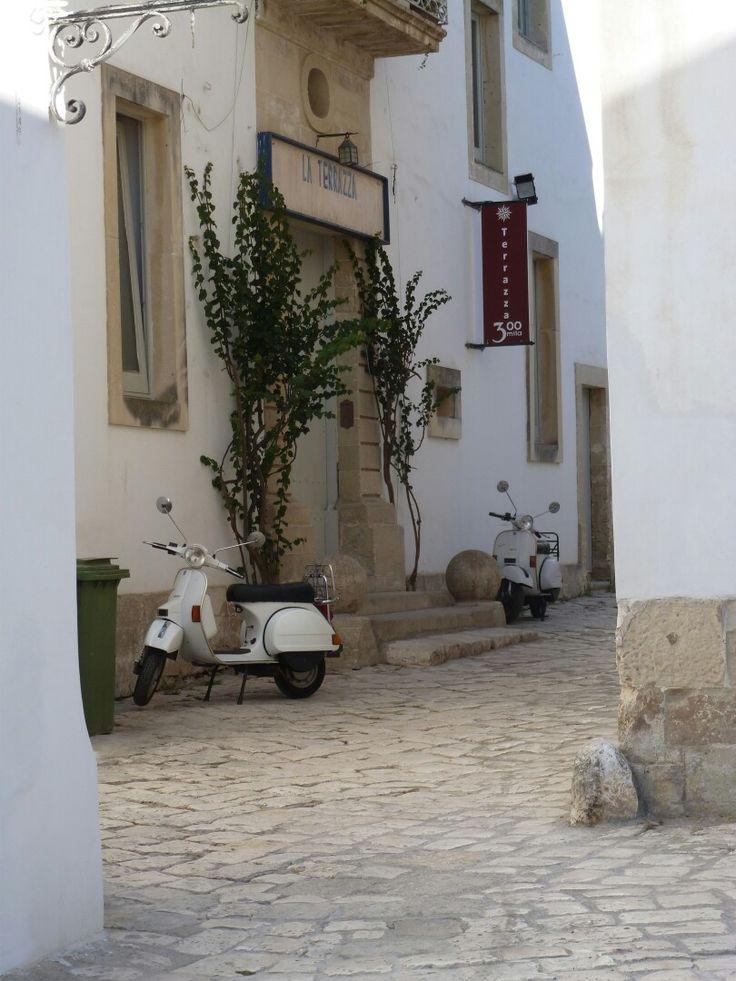 #Lecce #vicoli #vespa