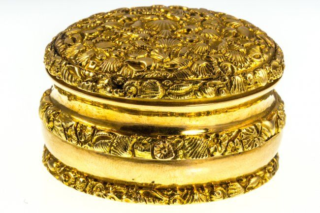 EARLY 19th CENTURY 18K GOLD BOX, JOHN HILLSBY – of circular form, the gold case decorated in repousse with intricate seashell forms, maker's mark for John Hillsby, hallmarks for Chester 1818, diameter 45mm, gross weight 56.7g.