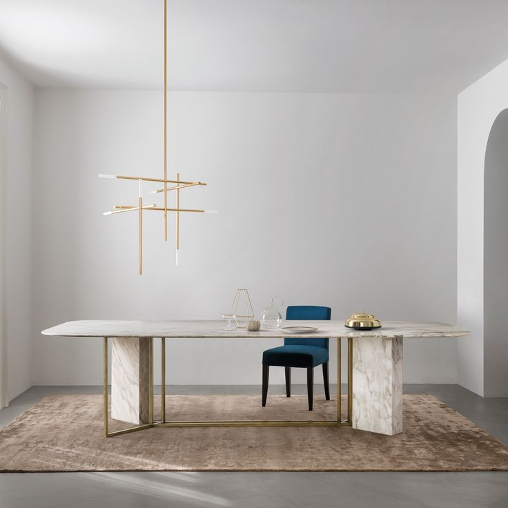 Italian brand Meridiani has created the Plinto collection of dining tables available in a variety of shapes, finishes and sizes.