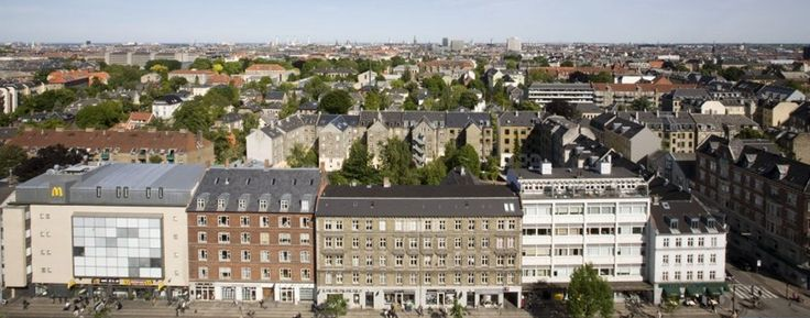 Cobblestone streets, historic canals, lovely green areas and cosy shops and cafés welcome visitors to this hotel's location. #Copenhagen city centre offers the pedestrian shopping street Strøget, the Royal Copenhagen Porcelain Store, lovely Frederiksberg Garden and one of Europe's oldest zoos.