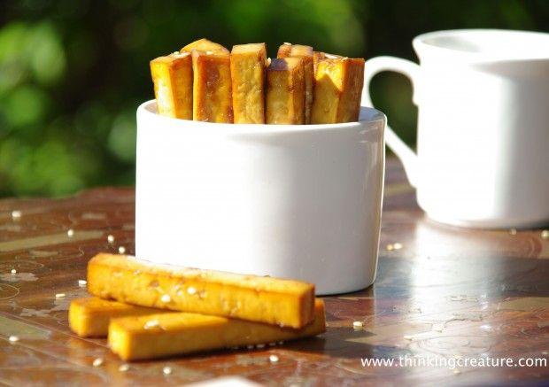 Тофу. Запеченные в духовке чипсы из тофу. Соевый соус, темный рисовый уксус, чеснок.