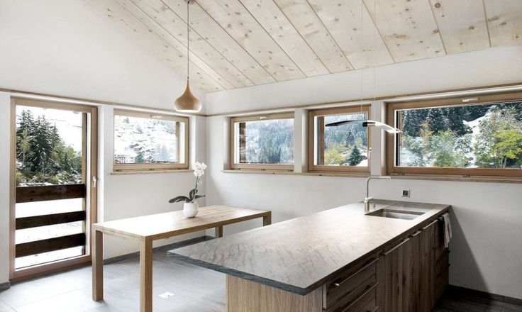 Few would believe that a small, long-abandoned barn in the Bagnes valley in Wallis, Switzerland, could, as soon as renovated, be transformed into a