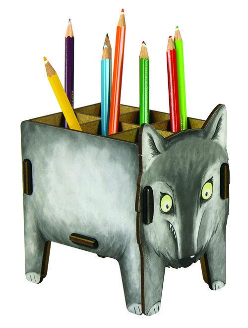 Keine Angst vorm (bösen) Wolf! Hier wacht er grimmig über Eure Stifte & Co, ist in Wirklichkeit aber eher ein scheuer Zeitgenosse.