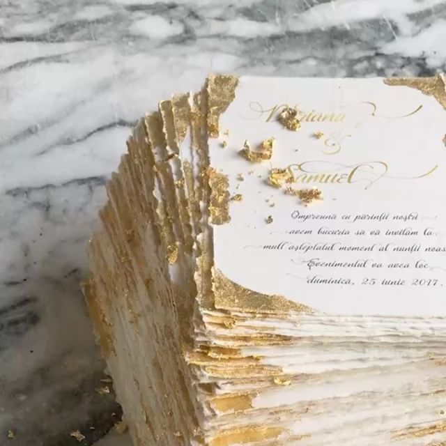 © PAPIRA invitatii de nunta personalizate // Only the prettiest golden invites. It was such a fun and relaxing order to make. #papiradesign #papirainvitations #invitatiidenunta #invitatiinunta #weddinginvitations