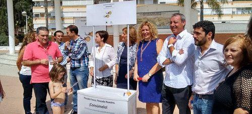 La consejera de Agricultura participa en Motril en la campaña de sensibilización contra la captura de inmaduros