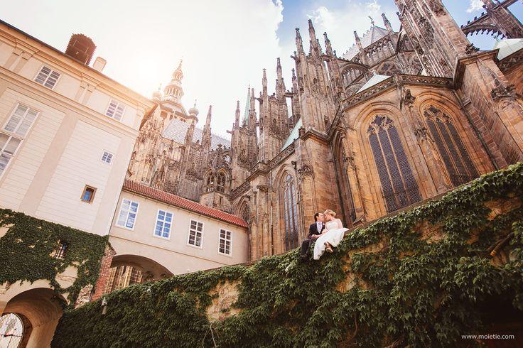 Prague Castle Wedding photo. #prague #wedding #prewedding #praguephoto #pragueweddingphoto