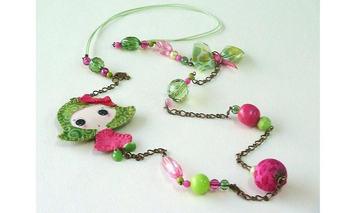 Collar muñequita verde/fucsia www.rociokoizumi.kingeshop.com