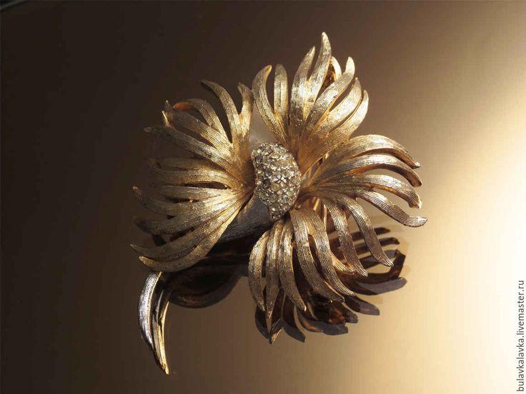 Купить Винтажная брошь CORO - винтажная брошь, винтажный стиль, dbynf; винтажное украшение;  уникальное украшение, золотой цвет; маркированое украшение; бижутерия известных брендов;