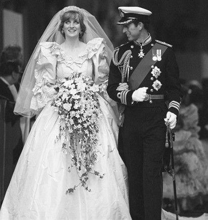 Abito disegnato da David ed Elizabeth Emanuel per le nozze di Diana Spencer con il Principe Carlo d'Inghilterra, celebrate il 29 luglio 1981, fu realizzato in taffetà di seta color avorio e pizzi antichi, con uno strascico di 7,62 metri, valutato all'epoca per circa 9 mila euro. L'abito era anche decorato con ricami fatti a mano, paillettes e 10 mila perle. http://www.style.it/sposa/abito/2013/03/25/gli-abiti-da-sposa-piu-belli-della-storia.aspx