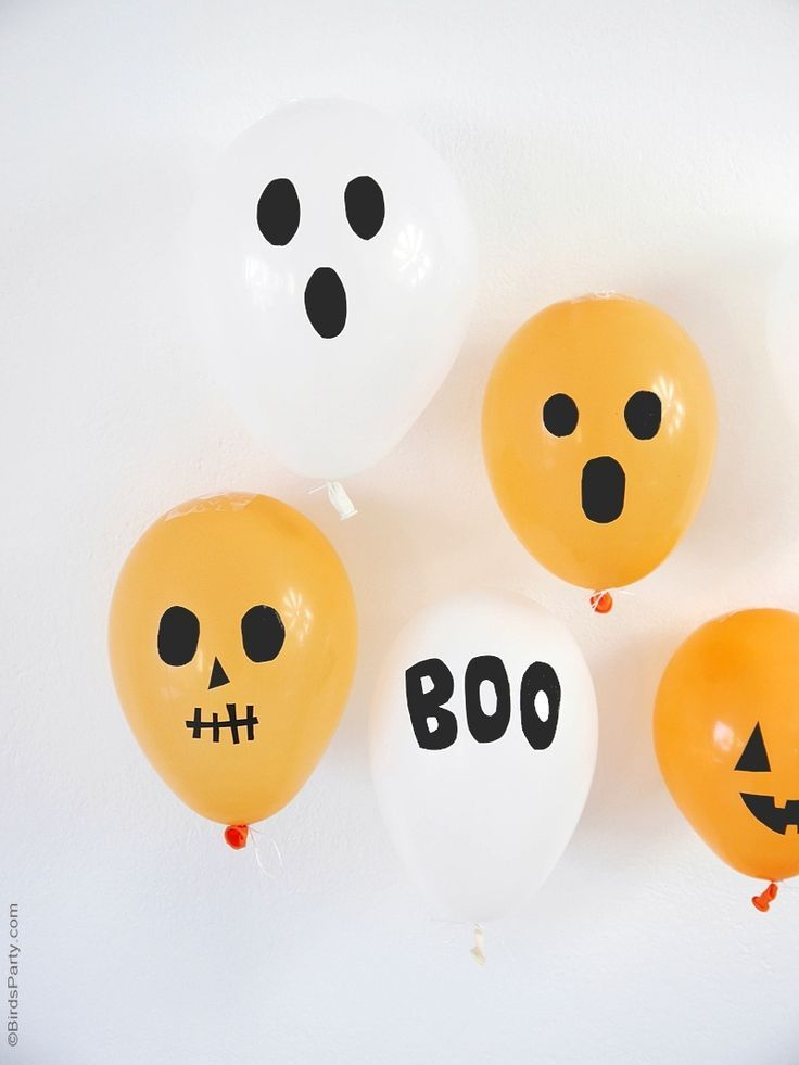 DIY Halloween party balloons, perfect for decorations, for photo booths or even as part of costumes! | BirdsParty.com @Bird's Party
