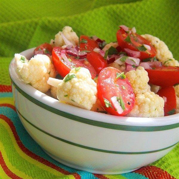 Ensalada de coliflor y jitomate @ http://allrecipes.com.mx