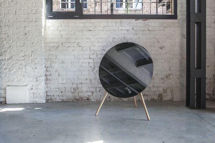 stojanové zrcadlo / David Šesták, Adam Štok