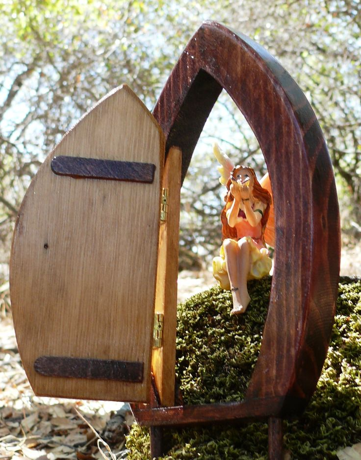 35 best images about fairy doors on pinterest miniature for Outdoor fairy door