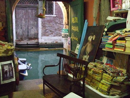 Libreria Alta Acqua  Calle Longa Santa Maria Formosa (Corte Senza Nome) | 5176 - Castello, 30122 Venice