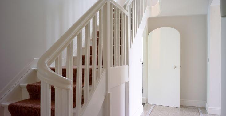 Klassieke trapleuning met wrongstukken realisatie eddy de prins houten buiten en - Railing trap ontwerp ...