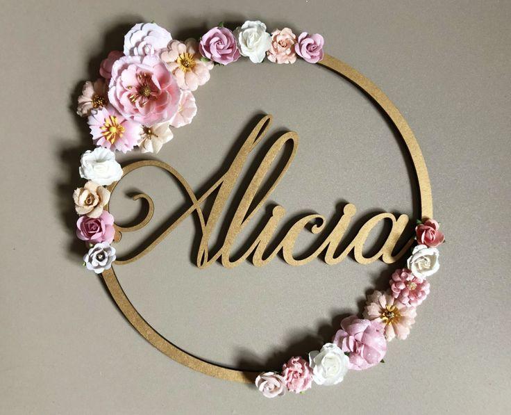 Couronne de fleurs poétique à personnaliser avec prénom – décoration en bois…
