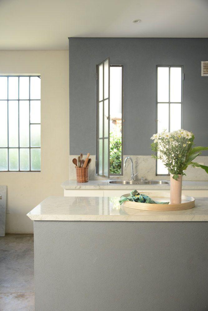 Bathtub Refinishing and Reglazing - Easy DIY Guide Chen, Cast Iron Bathtub, Diy Bathtub, Pokemon, Kit, Amazing Bathrooms, Family Room, Easy Diy, Home Improvement
