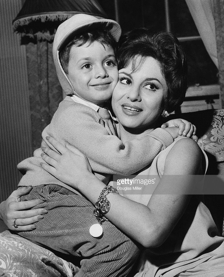 Egyptian actress Faten Hamama with her four-year-old son Tarek during a press conference in London, 22nd November 1961. Tarek's father is actor Omar Sharif. Hamama is in the capital to discuss her plans as a movie producer.