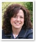 """Rebecca Ingram Powell es esposa de pastor, madre de tres niños, da clases de escuela en casa y es una reconocida autora y conferenciante en los Estados Unidos. Desde el 2002, Rebecca escribe la reconocida columna editorial """"Mom's Life"""" [La vida de mamá] en la revista ParentLife."""