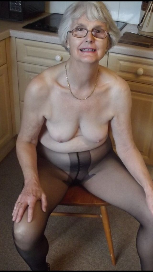 Fanny Matures In Girdles 109