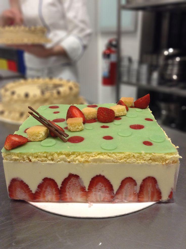 Pastel de fresa con pasta de almendra