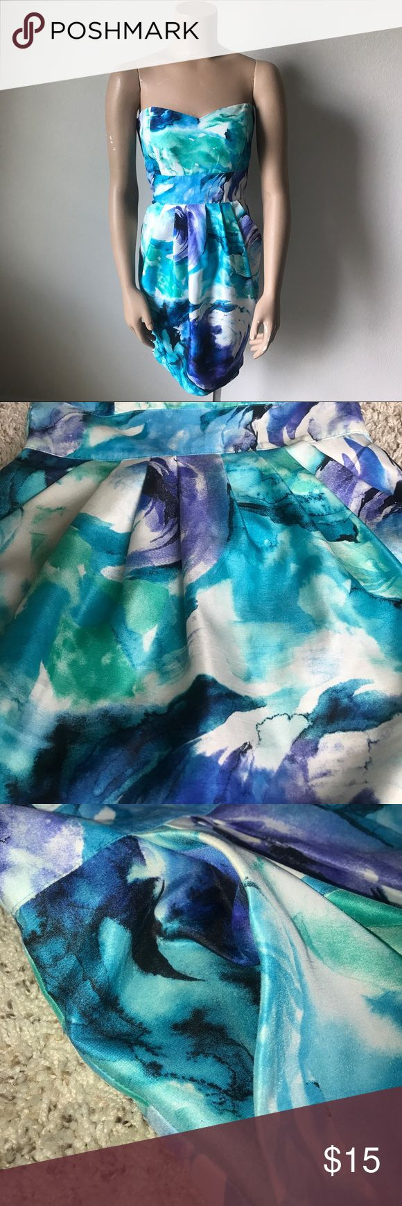 Floral Strapless Dress This floral, strapless dress has a sweetheart neckline and an empire waist bodice. The skirt has pleats, pockets, and a split. The dress has an invisible zipper and hook and eye closure. This dress looks great with silver accessories. B. Smart Dresses Strapless